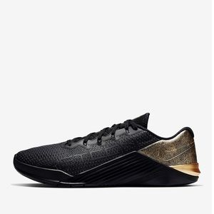 Nike Metcon 5 in black & rose gold